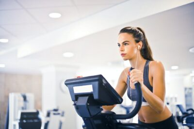 Na co warto zwrócić uwagę, kupując strój na siłownię